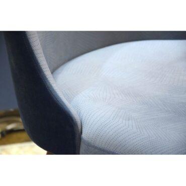 Sinised söögilaua toolid . -4404
