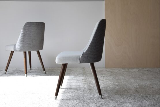 set-2-dining-chairs-grey-color-wooden-legs (2)